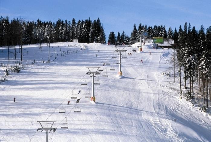 Pârtiile de schi, deschise în perioada sărbătorilor de Crăciun! Accesibile pentru oricine sau doar pentru localnici?