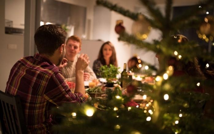 Restricții severe de Crăciun și Revelion în UE: circulație interzisă după 20, fără musafiri, carantină. Ce măsuri se aplică și în România?