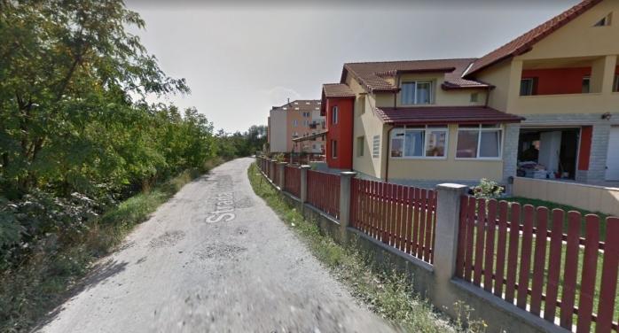 """Stradă din Mănăștur fără trotuare, asfalt sau iluminat public: """"Noaptea, se circulă CU LANTERNA de la telefon!"""". Director Primărie: """"Mâine voi trimite o echipă tehnică"""""""