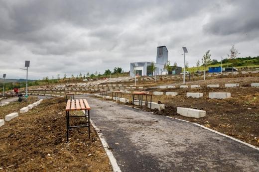 Cimitirul-parc anunțat cu surle și trâmbițe încă din vară va fi funcțional doar la anul
