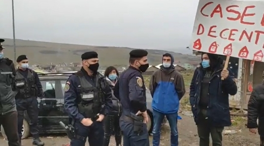 Romii cer o viață decentă! Jandarmii au descins la manifestația din Pata Rât. VIDEO