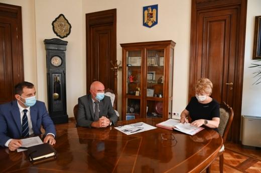 În data de 10 august 2020 primarul municipiului Sibiu, Astrid Fodor, președintele grupului și administratorul CON-A Sibiu – Mircea Bulboacă, împreună cu directorul general al firmei CON-A, Sorin Cristea, au semnat contractul pentru execuția lucrărilor de modernizare a Stadionului Municipal Sibiu, o investiție de 136,55 milioane lei finanțată de la bugetul local.