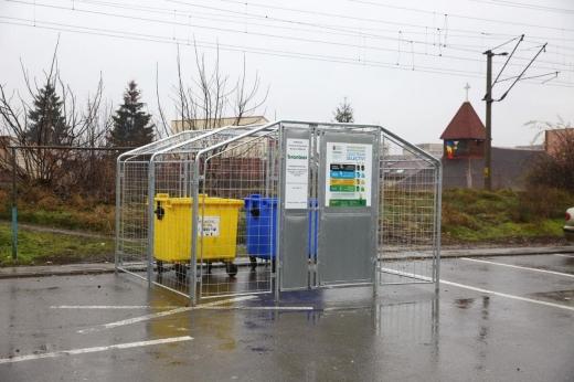 Noi puncte gospodărești modulare pentru colectarea selectivă a deșeurilor au fost aduse la Cluj. Acestea suplimentează punctele gospodărești existente in vederea încurajării colectării selective a deșeurilor.  Primăria municipiului Cluj-Napoca a achiziționat 50 de puncte gospodărești modulare supraterane pentru colectarea selectivă a deșeurilor. Dintre acestea, 27 au fost deja instalate în cartierele orașului, iar restul vor fi amplasate în perioada următoare.  Punctele gospodărești modulare se vor împărți astfel: 25 de puncte gospodărești vor fi arondate sectorului operat de Rosal iar celelalte 25 sectorului operat de Brantner.