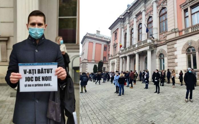 """130 de avocați din Baroul Cluj au protestat la Curtea de Apel. """"Nu mai există drept la apărare. Avocatul este considerat complicele clientului"""""""