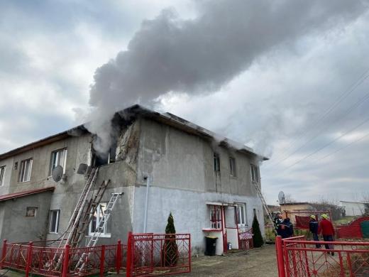 INCENDIU într-un apartament din Cluj. Locatarii au scăpat cu viață