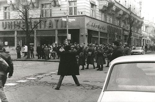"""Poveștile fotografilor Revoluției din Cluj, cuprinse într-un volum: """"Fotografii sunt creatorii memoriei vizuale a unei întregi comunități"""""""