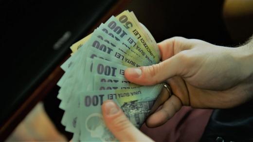 """Salariul minim pe economie ar putea fi majorat DOAR cu 40 de lei. Cîțu: """"Suntem într-o perioadă dificilă din punct de vedere economic"""""""