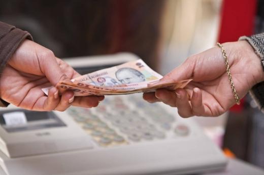 Salariul minim pe economie 2021. Câți bani primești în mână