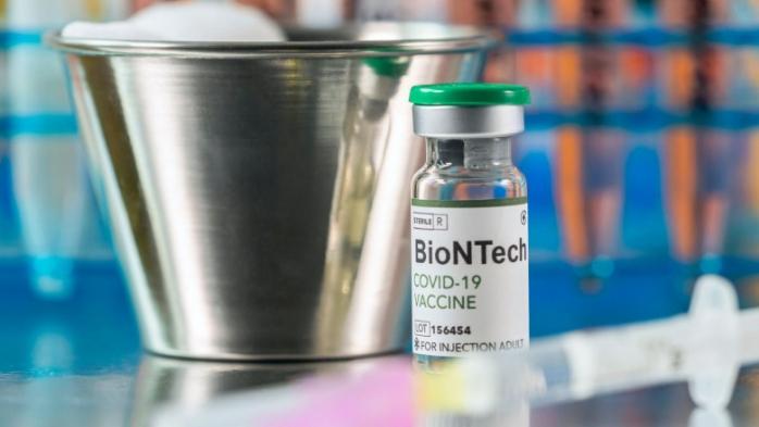Care sunt diferețele între vaccinul AstraZeneca și BioNTech Pfizer