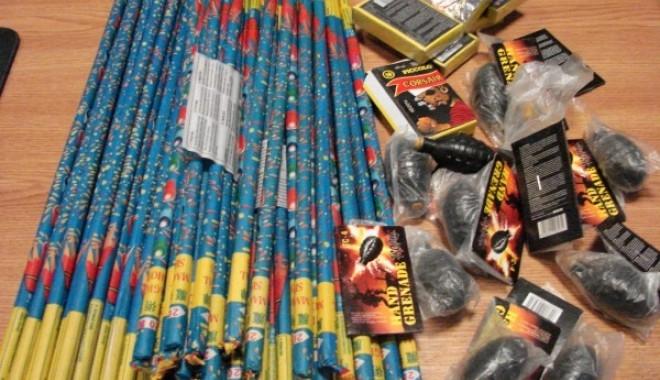 Vânzătorii de artificii au fost lăsați fără marfă înainte de Revelion! Polițiștii clujeni au confiscat 80 de kg de materiale pirotehnice