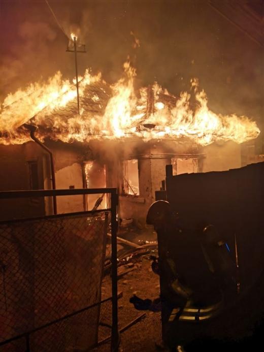 O familie din Cluj-Napoca a rămas fără casă de Revelion! Un incendiu le-a distrus locuința de Anul Nou