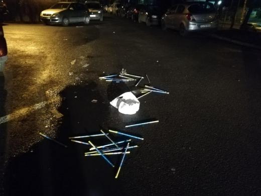 Gunoaiele și resturile de la petarde au umplut străzile Clujului în noaptea dintre ani - FOTO