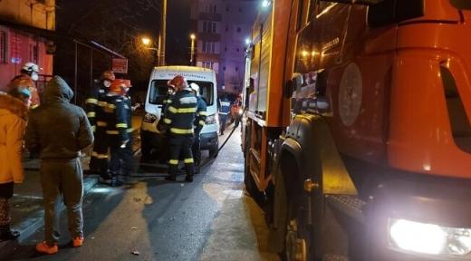 INCENDIU violent! O femeie de 80 de ani a murit iar alte 46 de persoane au fost evacuate.