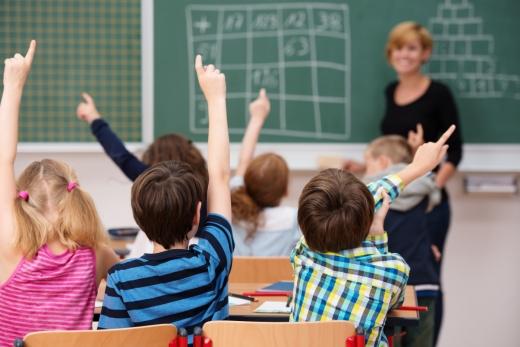 """Elevii ar putea reveni în bănci la școală mai devreme! """"Redeschiderea școlilor nu e condiționată de vaccinare"""""""
