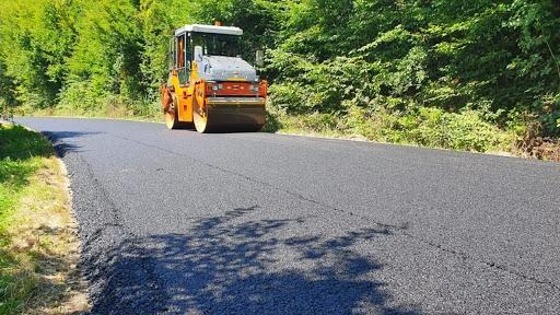 Ce drumuri județene au fost asfaltate în Cluj, în 2020? Sute de kilometri de asflat turnați