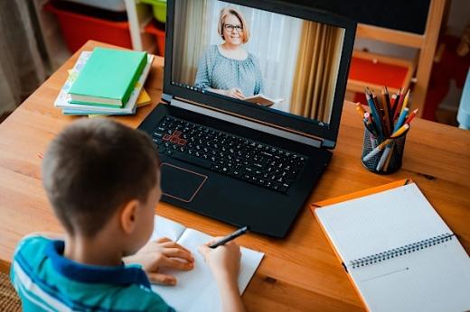 """Școala online continuă până pe 8 februarie! Cîmpeanu: """"Speranța noastră este să organizăm semestrul al II-lea în format clasic"""""""