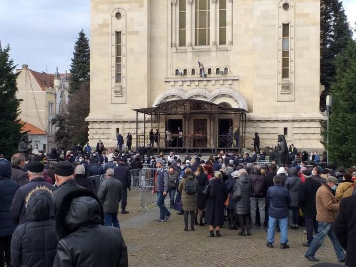 Sute de clujeni la slujba de Bobotează! Credincioșii s-au înghesuit, iar preoții nu au purtat mască. VIDEO/FOTO