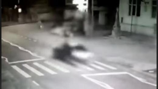 VIDEO. Momentul în care un pieton a fost spulberat pe trecerea de pietoni în Baciu, înregistrat de o cameră de filmat