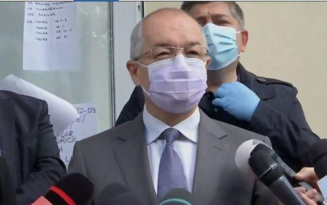 """Emil Boc, conflict dur cu noul ministru al Sănățății: """"Vom fi nevoiți să tăiem bani de la investiții pentru a finaliza procesul de vaccinare"""""""