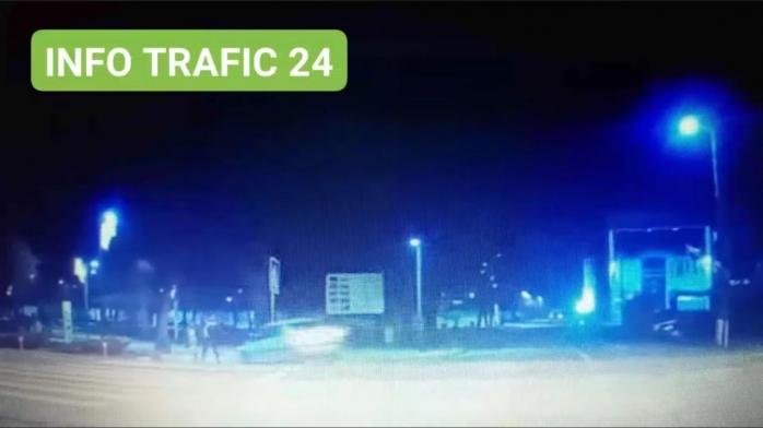 VIDEO. Doi copii au fost la un pas să fie spulberați  de un șofer rupt de beat într-o localitate bistrițeană