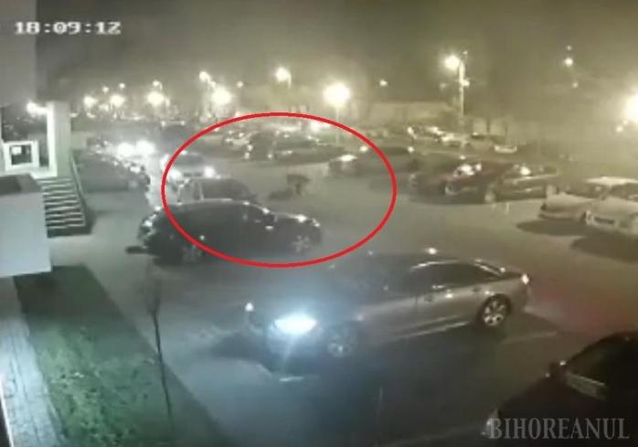 VIDEO. Scene halucinante în Oradea. Fostul șef al Poliției Locale și-a înjunghiat soția în fața blocului
