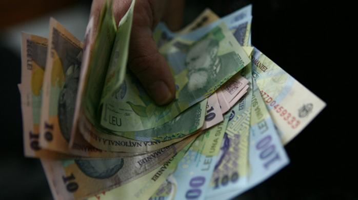 Un tânăr a furat bani dintr-un magazin din Cluj-Napoca și a bătut un angajat