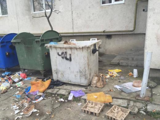 Ce îi irită pe clujeni? Reclama mirosul insuportabil de la pubela de gunoi sau câinii care latră în cartier