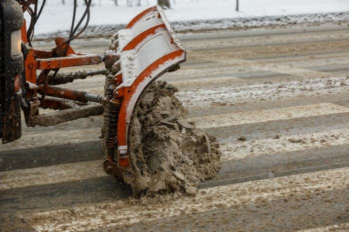 Nu există străzi inaccesibile în Cluj-Napoca din cauza ninsorilor. În ultimele zile s-au turnat 600 de tine de material antiderapant.