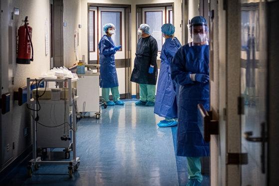 """""""O armată"""" de medici și asistente, implicată în a doua etapă de vaccinare, la Cluj-Napoca. Câți bani vor primi?"""