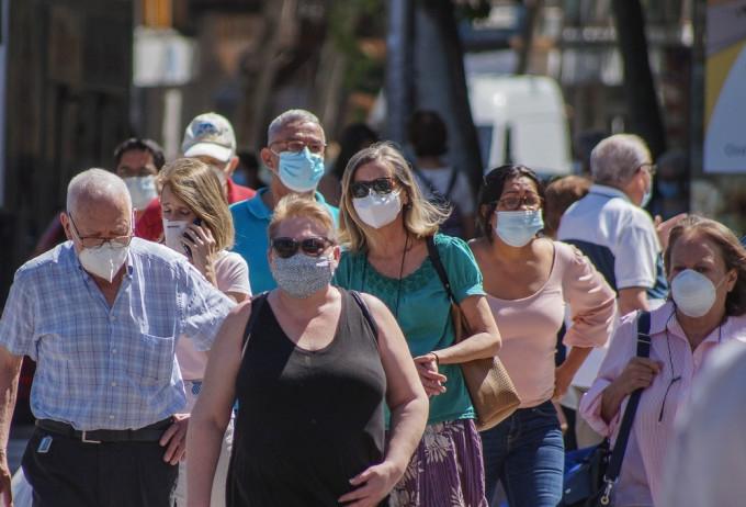 """După vaccinare nu mai riscăm forme severe de COVID19. Medic: """"Dar masca va rămâne obligatorie până în 2023"""""""