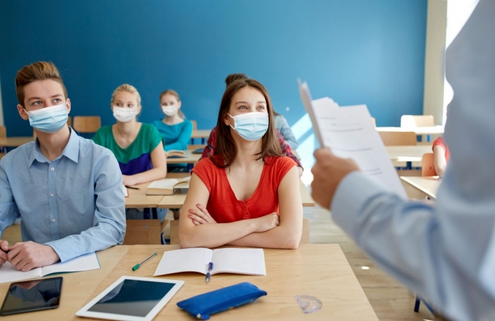 """Un profesor ar putea primi câte 100 de lei pentru fiecare oră de recuperare. Cîmpeanu: """"Vrem să motivăm cadrele didactice"""""""