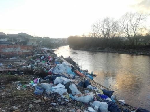 90 de tone de gunoaie, ridicate de pe malurile Someșului în Florești. Câte amenzi au fost aplicate?