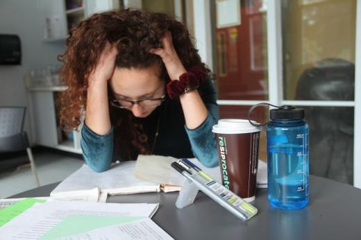 Studenții simt o presiune foarte mare în perioada examenelor