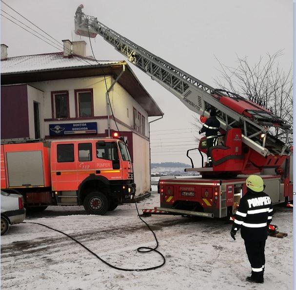 Incendiu la gara CFR din Bonțida! Flăcările au pornit de la coșul de fum
