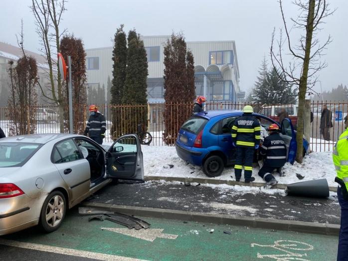 Accident într-o intersecție din cartierul Bună Ziua, cu două mașini implicate