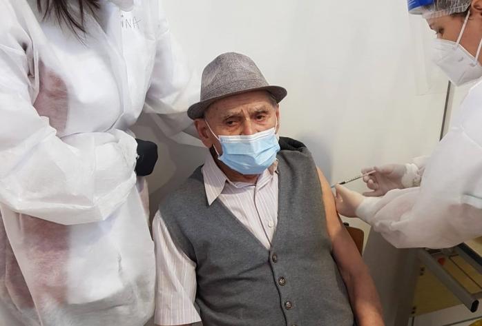 Cel mai fidel cititor. Are 105 ani și citește zilnic Monitorul de Cluj.