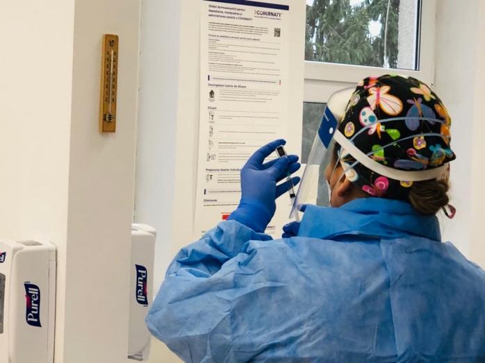 Se schimbă ordinea la vaccinarea anti-COVID19. Angajații Parlamentului, în etapa a 2-a, HoReCa mai așteaptă