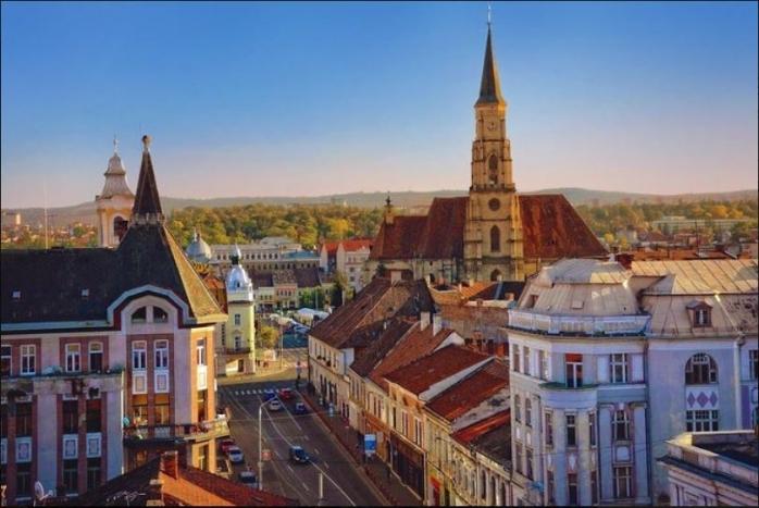 """Orașul înconjurat de dealuri transilvănene, de mai bine de 1.000 de ani: Cluj-Napoca, """"paradisul boem"""" al României?"""