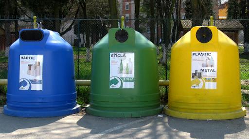 18 familii din Sângeorz-Băi au rămas cu gunoiul la poartă pentru că nu au colectat selectiv. Ar putea prelua și Clujul modelul?