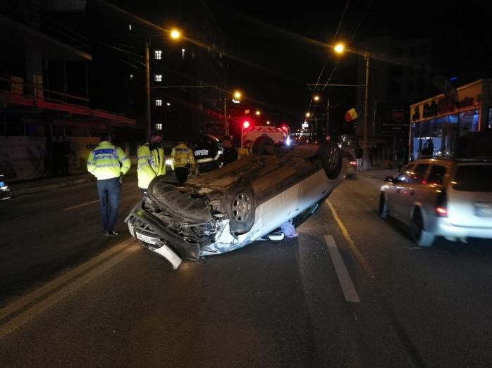 Performanță greu de realizat! Un tânăr de 20 de ani s-a răsturnat pe drum drept în Cluj-Napoca