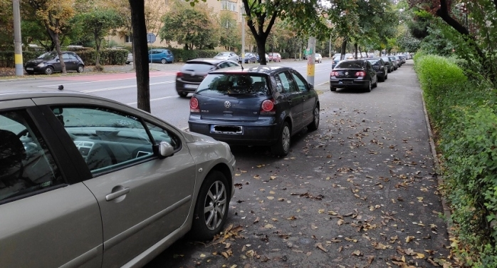 """Clujenii, nemulțumiți de regulamentul de atribuire a locurilor de parcare. Sistemul """"primul venit, primul servit"""" favorizează proprietarii """"vechi"""""""