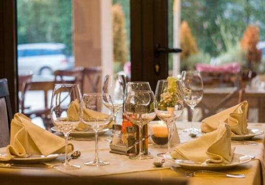 Restaurantele și cafenelele, deschise la 50% capacitate în Câmpia Turzii. Vezi în ce localități se ridică restricții