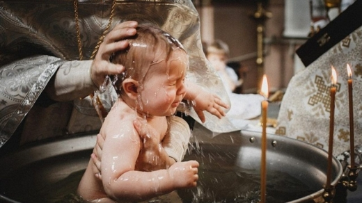 Fiul unui cunoscut jurnalist, la un pas să moară la botez