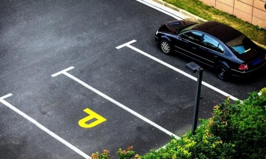 Proprietarii locurilor de parcare își vor putea închiria spațiul contra cost