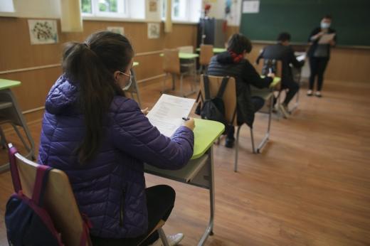 """Structura anului școlar 2021-2022 va fi schimbată! Cîmpeanu: """"Primul semestru se va încheia mult mai devreme"""""""