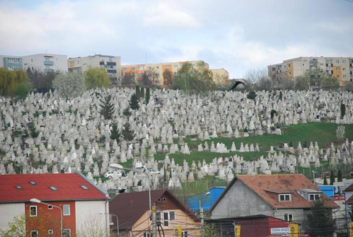 Clujenii, obligați să facă poze la mormânt dacă vor prelungirea locului de veci