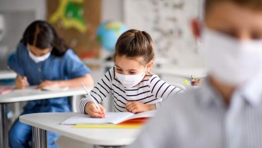 Elevii cu simptome de COVID-19 vor fi testați rapid la școală