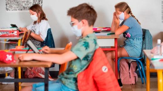 Măsuri STRICTE în școli din 8 februarie! Elevii, supravegheați de profesori în pauze, iar masca purtată permanent