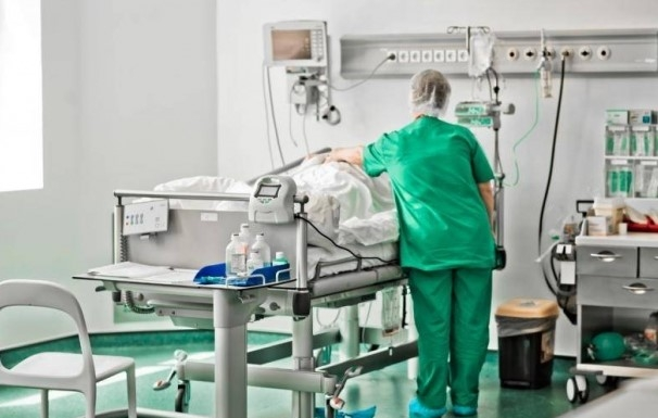 ASISTENT MEDICAL în COMĂ, pozitiv la COVID-19 după ce s-a vaccinat! Bărbatul, internat la Cluj