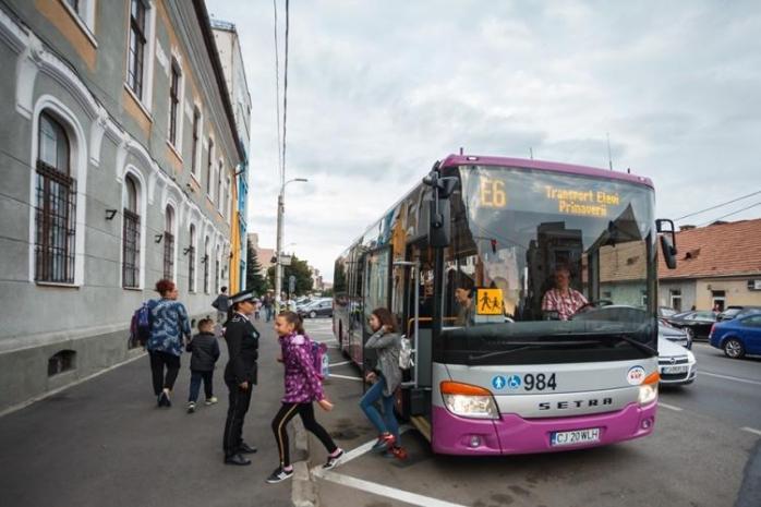 Elevii revin de luni fizic la școală! Cum vor circula autobuzele școlare ale CTP